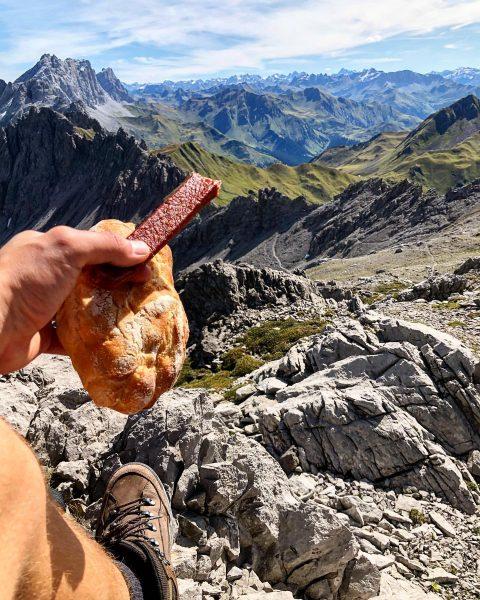 Bester Ort zum Mittagessen !! #hiking #vorarlberg #brand #brandnertal #mountains #mountainlovers #landjäger #vesper #austria #germany #weekend #silence...