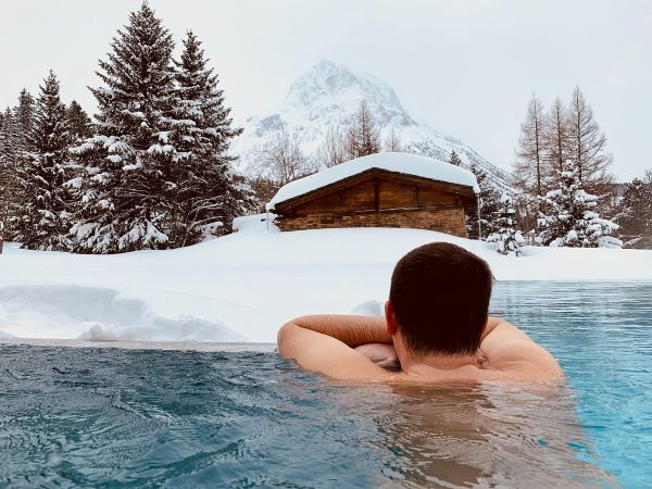 #relaxing #pool #winter #winterwonderland #mountainview #mountains #snow #lech #arlberg #relaischateaux #vorarlberg #austria ❄️〽️ Post Lech Beauty &...