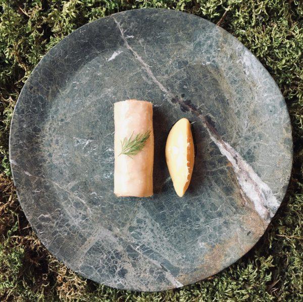 Aus dem aktuellem #menü #diebergaromen #lachsforelle #geräuchert #zugerfischteich #sellerie #wachholder #rahm #heimat #fuxbau_restaurant ...
