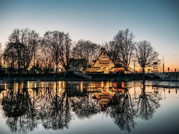 Herzlich Willkommen!😊 Inmitten der Bregenzer Seeanlagen, direkt neben der Seebühne, den Bregenzer Festspielen und des Bregenzer Spielcasinos...