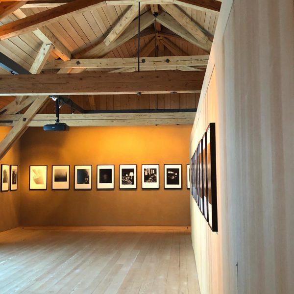 Schreiben mit Licht #konradrufusmüller #allmeindecommongrounds #lechamarlberg #borsalino #photoartist @almhofschneider