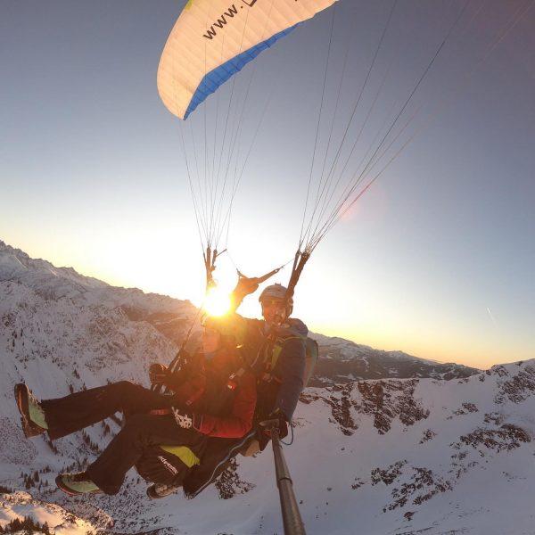 #alpen #paragliding #nebelhorn #winterwonderland #sunset #fliegen #himmelsritt #himmelsritt_tandemfluege #okbergbahnen #oberstdorf #gipfelglück #freiheit #schneezauber ...