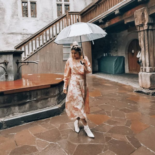 I'm siiinging in the rain ☔ #castle #schloss #schattenburg #feldkirch #outfitoftheday #ootdshare #ootd ...