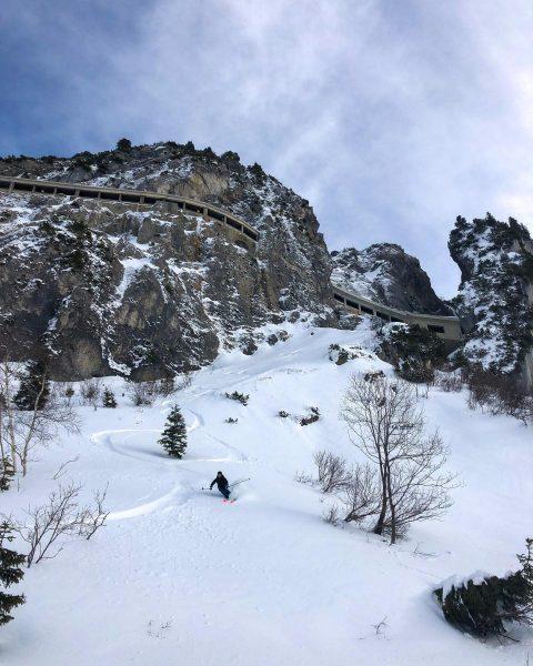 Suchbild: Wer findet die Skifahrerin? • • Guide: @_lucas_mit_c • • • #winter ...