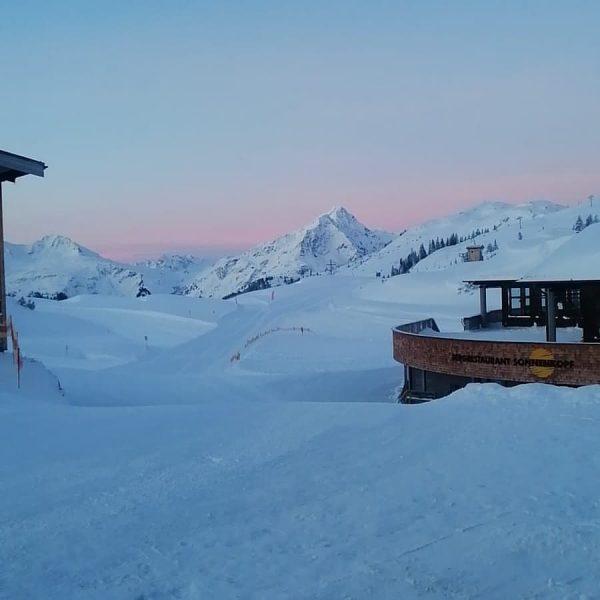 Ein herrlicher #Skitag mit strahlendem 🌞-Schein und viel #Neuschnee beginnt. 🏂⛷Viel Spaß. #sonnenkopf ...