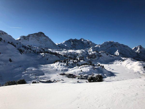 Diese herrliche Aussicht auf Mohnenfluh, Braunarlspitze und Hochberg hat man vom Simmel in ...