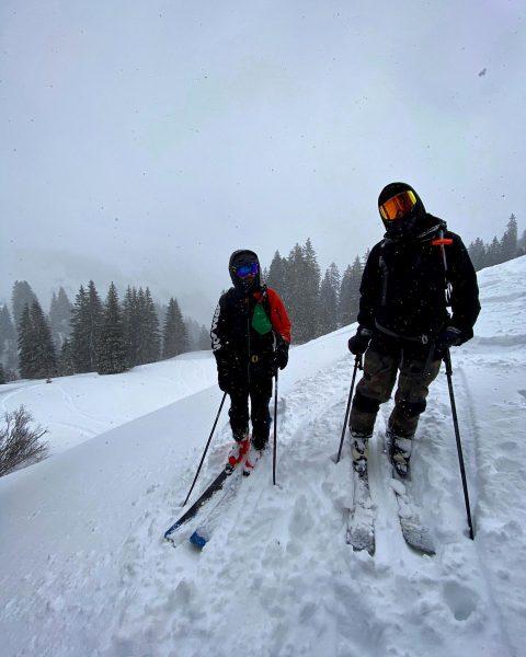 lunchbreak with the boys. ⛷ #skiing #lunchbreak #freeskiing #powder #outdoors #damüls #goodtimes Damüls