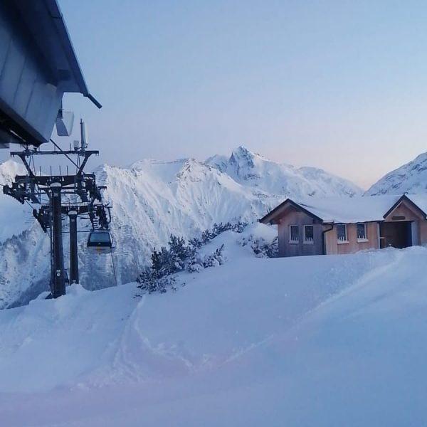 Ein neuer Tag beginnt. #Sonne, #Schnee und traumhafte #Pisten. 🌞🌞🏂⛷🚡🏔 Pures #Skivergnügen am ...