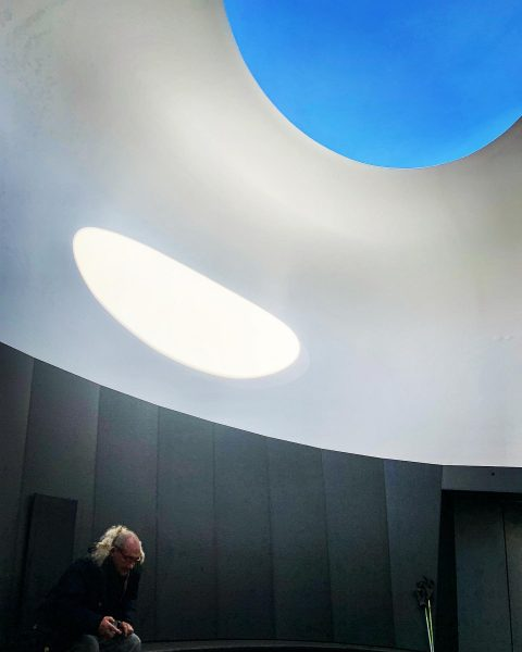 Schau ins Blau. #skyspace #lech #skyspacelech #jamesturrell #art #licht #light #kunst #blau #himmel ...