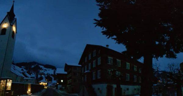 #gutenmorgen aus dem #winterlichen #schwarzenbergerdorfzentrum ❄🌬😍🗻 . . #winterliebe #schwarzenbergbregenzerwald #schwarzenberg750 #liebeaufdenerstenblick #architekturspaziergang ...