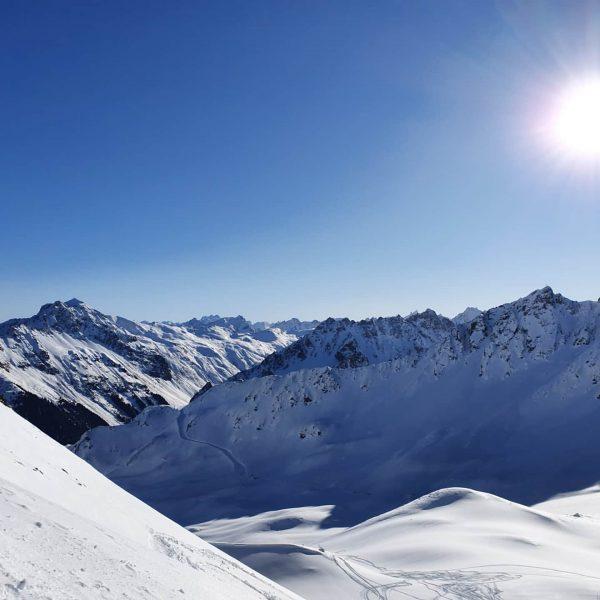 First Line Riedkopf #freeride #Tiefschneetaucher #aktiverholung #skiandwork Gargellen, Vorarlberg, Austria