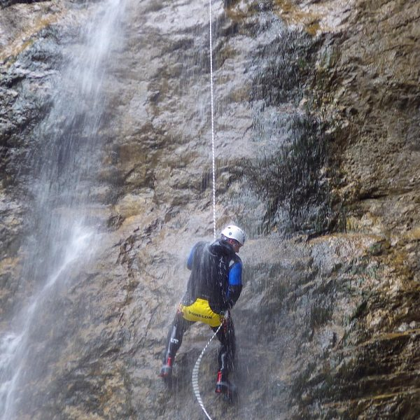 CANYONING ein absoluter Kick, Freiheit pur. Am besten beiALPINE-PASSION, richtig klasse Typ. #canyoning ...
