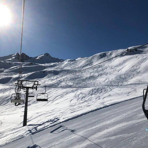 Nach ergiebigen Schneefällen ❄❄❄ starten wir heute in einen herrlichen #Skitag 🌞🏂⛷🚡. Unsere ...