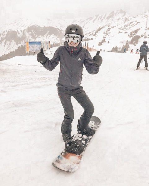 #happy #tollertag #snowboardgirl #powdersnow #mamamachtsport #vorarlberg #mellaudamüls #skiurlaub❄️ Mellau