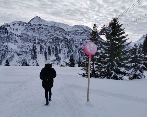 Walking in #winterwonderland ❄️💙⛄️ #winterwlaks #montanaoberlech #oberlech #arlberg #chalet #hotelamberg #beautifulhotels #mylechzuers Lech ...