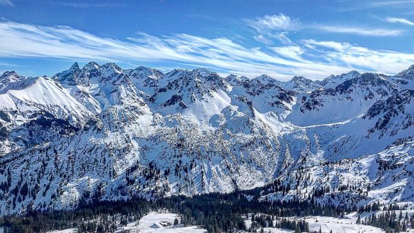 #oberstdorf #ski #skiing #kleinwalsertal #kanzelwand #fellhorn #lift #snow #winter #sunnyday #sun #alpen #alps ...
