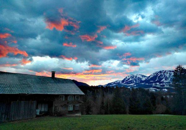 Bevor Sturm Sabina losstütmt... #goodmorning #vorarlberg #visitbregenzerwald #bregenzerwald #visitvorarlberg #home #beautifulnature #mylife #bevorestorm ...