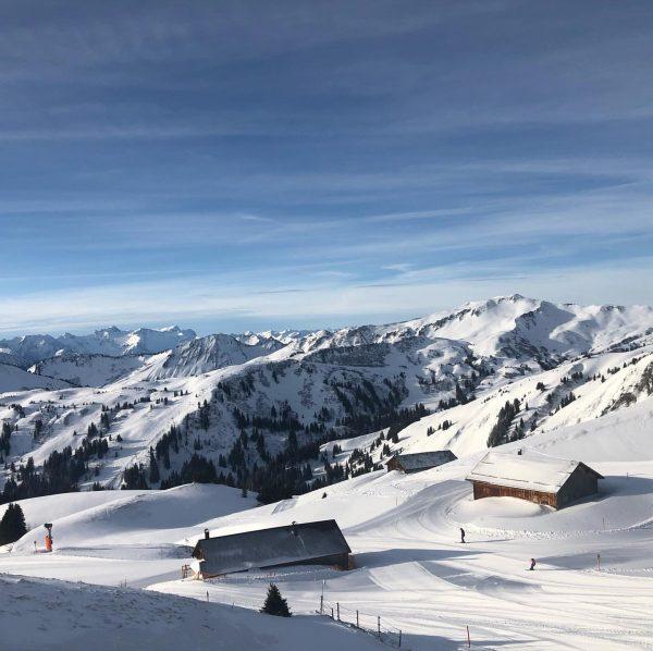 Ein herrlicher Skitag 🎿😎🌞 #sporthoteldomig #industrie_service_hintze #damüls #faschina #skitag #berge #snow #vorarlberg Skigebiet ...