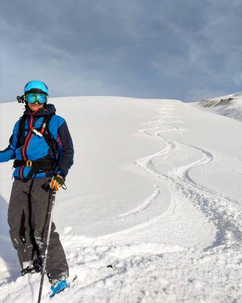First tracks⛷ . . #besttracks #edenhauser #arlberg #österreich #austria #vorarlberg #skiing #winter #schnee ...