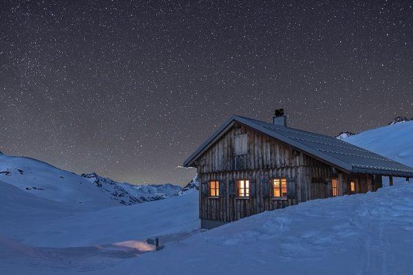 Das Winterhaus (Peter-Käß-Hütte) der Neuen Heilbronner Hütte. #neueheilbronnerhütte #heilbronnerhütte #österreich #vorarlberg #tirol #stantonamarlberg ...