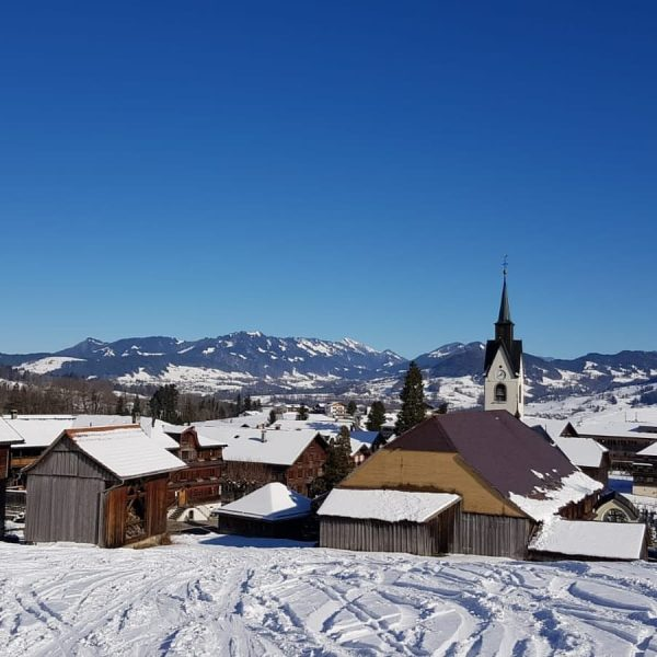 Ab ins #freie und dieses #traumtagerl in #schwarzenbergbregenzerwald genießen ❄☃️⛷🏂🕺💃😍 . . #skigebietbödeleoffen ...