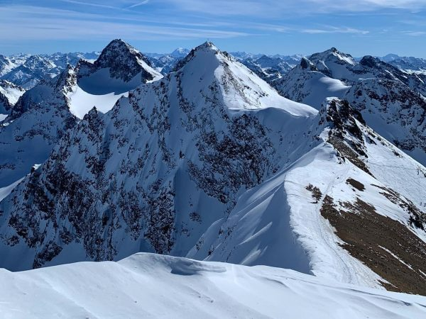 🗻stunning view... 🖤 #dontlikemondays #aboutlastweekend #mondaymotivation #skiing #skitouring #montafon #bielerhöhe #ski #winterwonderland #freedom ...