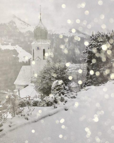 """In Fontanella hat """"Sabine"""" für Schneefall ☃️❄️ gesorgt. Derzeit noch kräftige Windböen 💨 ..."""
