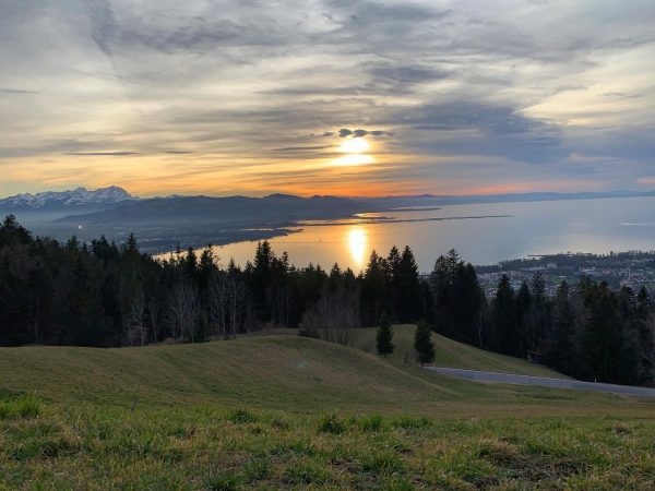 #eichenberg 🇦🇹☀️⛰ . #austria🇦🇹 #bregenz #bodensee #sunset #sky #panorama #mountains #clouds #wintertime #naturephotography ...