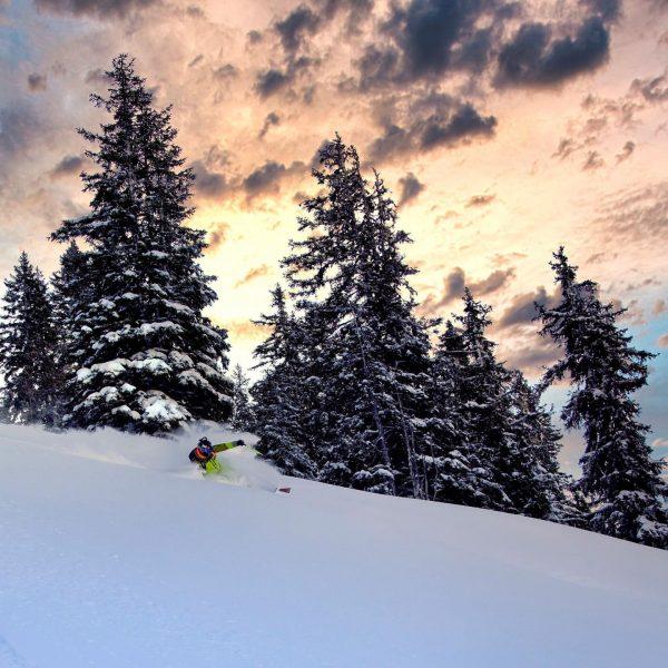 Sunset skiing 🤪🤟🏻..... @hellyhansenski @julbo_eyewear @zagskis Powder Mountain