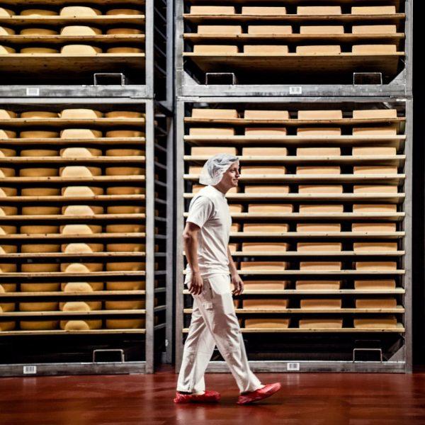 Die heiligen Hallen der Vorarlberg Milch! #käse #käseliebe #teamkäse #raclettekäse #racletteparty #kaese #cheese ...