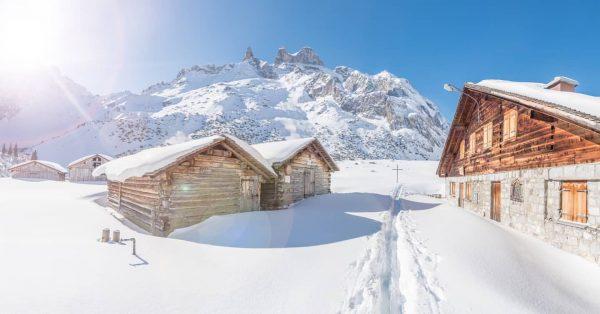 Obere Sporaalpe 1740m & Drei Türme 2830m ☀️☀️☀️ #sporaalpe #alpespora #lindauerhütte #dreitürme #drusenfluh ...