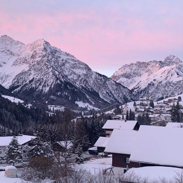 Good morning hirschegg! . . . #winterwonderland #winter #sun #ski #blueskies #kleinwalsertal #oberstdorf ...