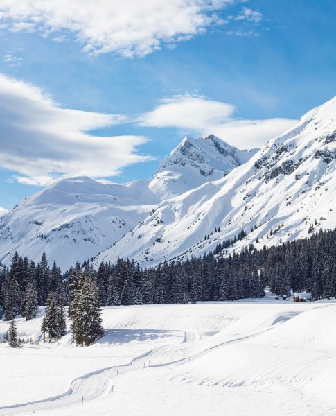Lech also offers a lot for non-skiers ❄️ Besides beautiful winter hiking trails, ...