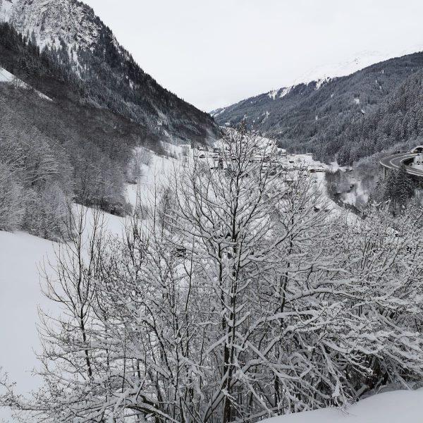 Und wieder sind wir hier in Klösterle ganz in weißer Schneepracht eingebettet. #klösterleamarlberg ...