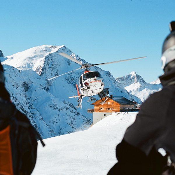 Flying high! ☀️ ❄️ #alpincenterlech #skischuleomeshorn #lechzuers #guiding #skiguide #arlberg #vorarlberg #skiarlberg #skitouring ...