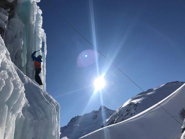 ❄️Eisklettern ausprobieren.... das kannst du beim Eisklettern Schnupperprogramm mit den @bergfuehrer_montafon In der ...
