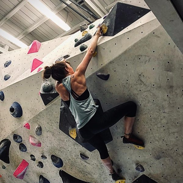 Boulder more - worry less. 🧗🏽♀️ #bouldern #active #steinblock #rankweil #fitnessgirl #fitnessmotivation #klettern ...