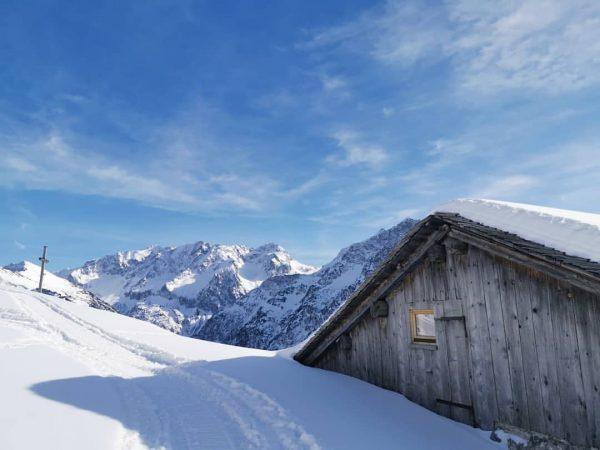 .TheBeautyOfNature. #sundayvibes #takeabreak #grosseswalsertal #alpeoberüberluth #alps #livinginthealps #thebeautyofnature #fernsicht #view #panorama #mountains #snow ...