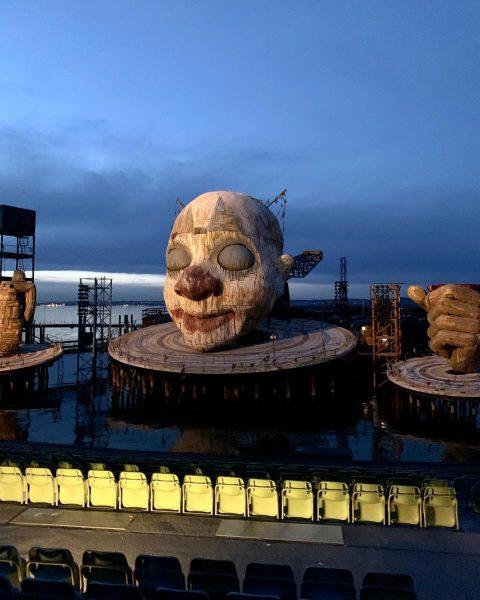 При свете солнца этот уникальный оперный театр на воде производит чуть менее эффектное ...