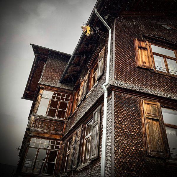 Schoppernau, Österreich, Bregenzerwald #Schoppernau #BregenzerAch #Bregenzerwald #Bergkäserei #KäsestraßeBregenzerwald #Austria #BergbrennereiLöwen #Löwen #GasthausLöwen #Rehmen ...