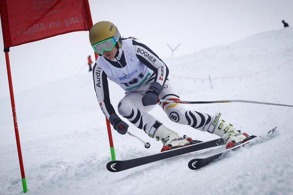 Sonntags Beschäftigung 😜 _________ #skirace #snow #weekend #skiing #headrebels #sunday #happy #winter #pistenparty ...