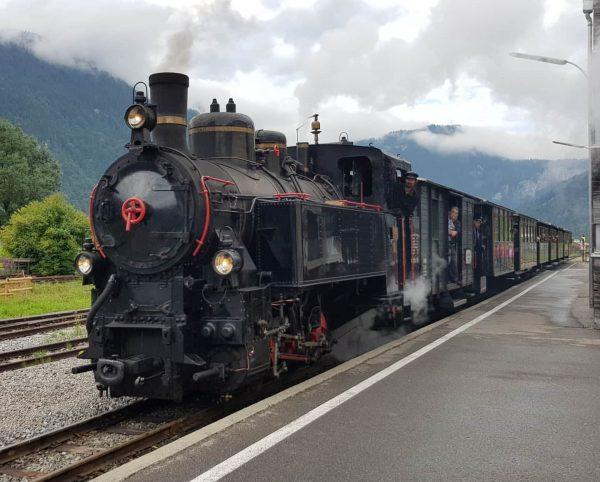BWB Uh 102 als Zug 4 (Schwarzenberg - Bezau) am 15.8.2019 am Bahnhof ...