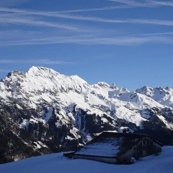 Those beautiful winter mornings #winter❄️ #goodmorning #wintermorning #grosseswalsertal #sonntagstein #visitvorarlberg #laendlepics #winterscapes #sunnywinterday ...