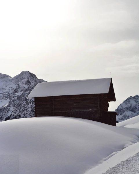 Found this nice hut in the snow ❄ ----- #kleinwalsertal #riezlern #alpen #austrianalps ...