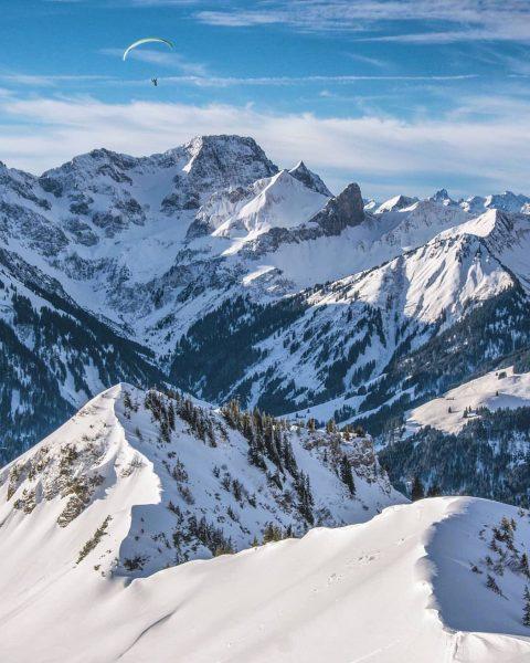 Am Diedamskopf in Vorarlberg - was für ein herrlicher Ausblick!💙 © @michaelmeusburger (Werbung ...