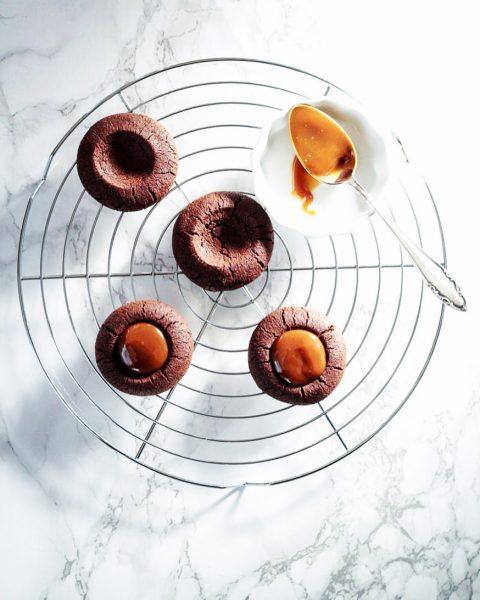 plan fürs wochenende: endlich mal wieder diese köstlichen karamellcookies backen 👏🏻 . . ...
