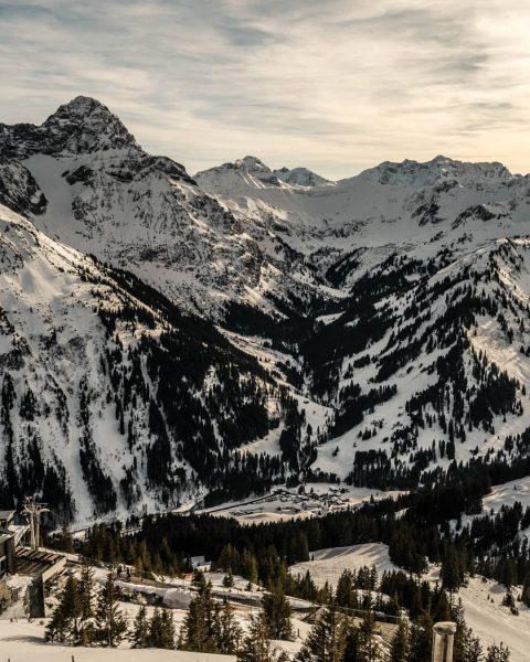 Bärgunttal umrahmt von einzigartigen Bergen 😀 * * 🔺Unbezahlte Werbung * * #vorarlberg ...