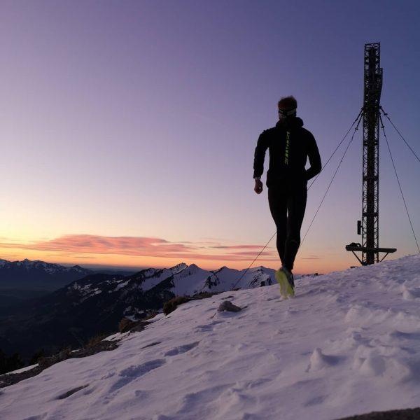 #homeiswherethemountainsare 😍😍🏃♂️🏃♂️ . . . #bergleben #unserealpen #trailrun #trailrunning #longrun #snowtrail #visitvorarlberg #meintraumtag ...