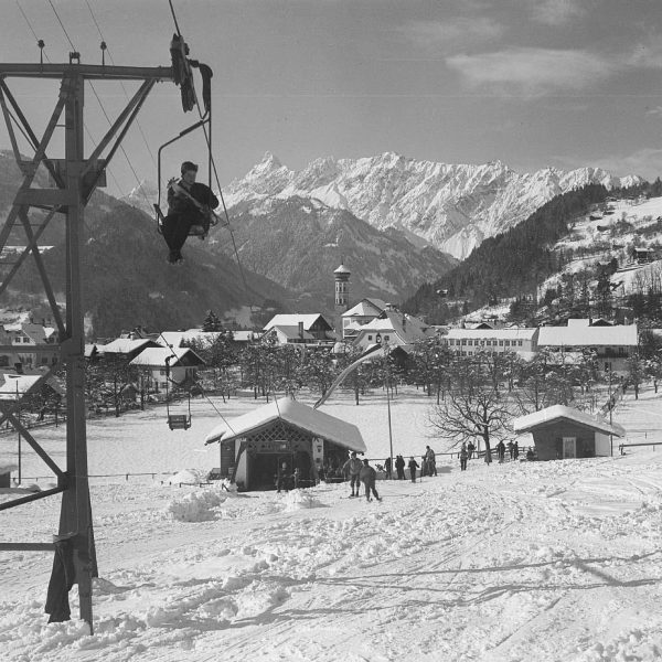 #throwbackthursday : Schruns in 1952 @meinmontafon - time to #ski and #sled at ...