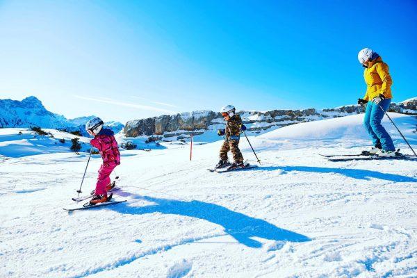 Unser Ferientipp für Familien: Familienskitag am Ifen. ⛷ Vom Kinderland, über Tellerlift und ...